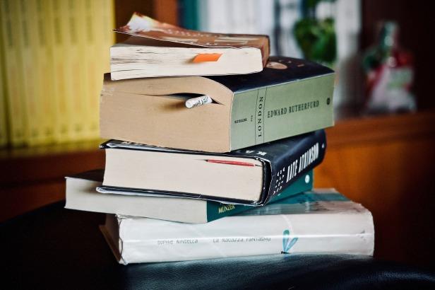 books-3813612_1920